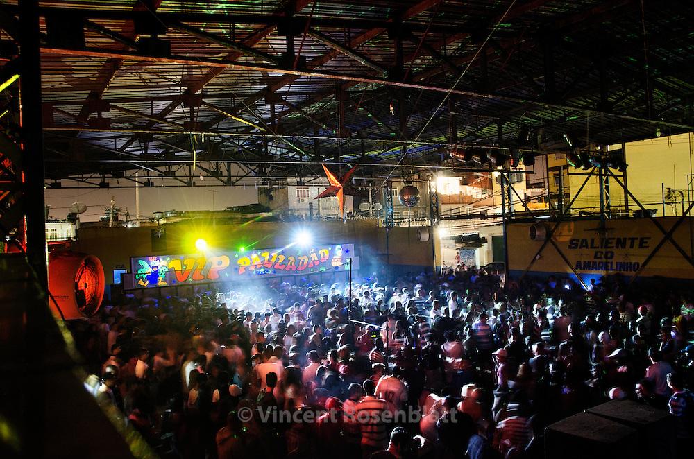 """Soundsystem """"Vip Pauladão"""" - Baile Funk in the favela of Amarelinho - zona norte of Rio de Janeiro."""