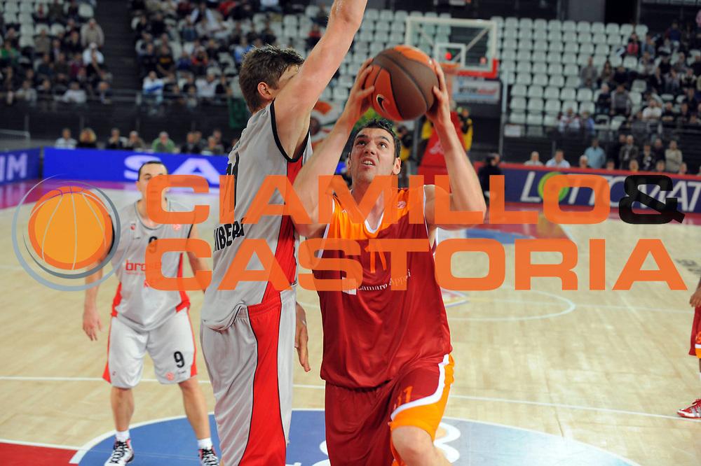 DESCRIZIONE : Roma Eurolega 2010-11 Lottomatica Virtus Roma Brose Baskets Bamberg<br /> GIOCATORE : Andrea Crosariol<br /> SQUADRA : Lottomatica Virtus Roma<br /> EVENTO : Eurolega 2010-2011<br /> GARA :  Lottomatica Virtus Roma Brose Baskets Bamberg<br /> DATA : 20/10/2010<br /> CATEGORIA : Tiro<br /> SPORT : Pallacanestro <br /> AUTORE : Agenzia Ciamillo-Castoria/GiulioCiamillo<br /> Galleria : Eurolega 2010-2011<br /> Fotonotizia : Roma Eurolega Euroleague 2010-11 Lottomatica Virtus Roma Brose Baskets Bamberg<br /> Predefinita :