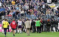 ◊Copyright:<br />GEPA pictures<br />◊Photographer:<br />Norbert Juvan<br />◊Name:<br />Fans<br />◊Rubric:<br />Sport<br />◊Type:<br />Fussball<br />◊Event:<br />OEFB Stiegl-Cup, SV Mattersburg vs FK Austria Mempis Wien<br />◊Site:<br />Mattersburg, Austria<br />◊Date:<br />10/04/04<br />◊Description:<br />Austria-Fans, Frank Verlaat,Trainer Lars Soendergard, Sicherheitskraefte draengen  Fans zurueck<br />◊Archive:<br />DCSNJ-1004041313<br />◊RegDate:<br />10.04.2004<br />◊Note:<br />8 MB - KA/KA