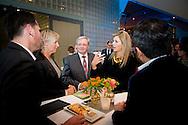 23-11-2015 THE HAGUE - Koningin Maxima is samen met MKB voorzitter Michael van Straalen aanwezig bij de lancering van De Staat van het MKB in de Malietoren. Met dit platform willen overheid, bedrijfsleven en kennisinstellingen de in Nederland beschikbare kennis over het midden- en kleinbedrijf verbeteren. Queen Máxima is Monday November 23 attended the launch of 'The State of SMEs' in the Malietoren in The Hague. With this new independent platform to government, industry and research institutes to improve the knowledge available in the Netherlands SMEs. Besides a platform State of SMEs also collaborating . Koningin Máxima is maandagmiddag 23 november aanwezig bij de lancering van 'De Staat van het MKB' in de Malietoren in Den Haag. Met dit nieuwe onafhankelijke platform willen overheid, bedrijfsleven en kennisinstellingen de in Nederland beschikbare kennis over het midden- en kleinbedrijf verbeteren. Naast een platform is De Staat van het MKB ook een samenwerkingsverband. COPYRIGHT ROBIN UTRECHT