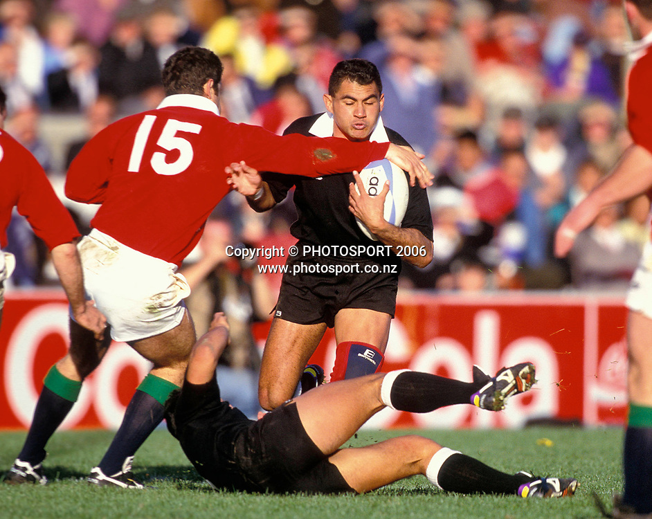 Eric Rush in action for the NZ Maori during the 1993 British and Irish Lions tour to New Zealand. Photo: PHOTOSPORT<br /> New Zealand Maori v British &amp; Irish Lions at Wellington, 29 May 1993.