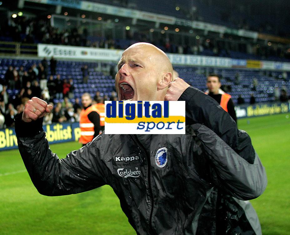 Fotball<br /> Danmark<br /> Br&oslash;ndby v FC K&oslash;benhavn<br /> 09.05.2007<br /> Foto: Dppi/Digitalsport<br /> NORWAY ONLY<br /> <br /> FCK's tr&aelig;ner St&aring;le Solbakken jublede, da FC K&oslash;benhavn blev danske mestre i fodbold. FCK besejrede Br&oslash;ndby med 1-0, og kan dermed ikke l&aelig;ngere  indhentes i tabellen