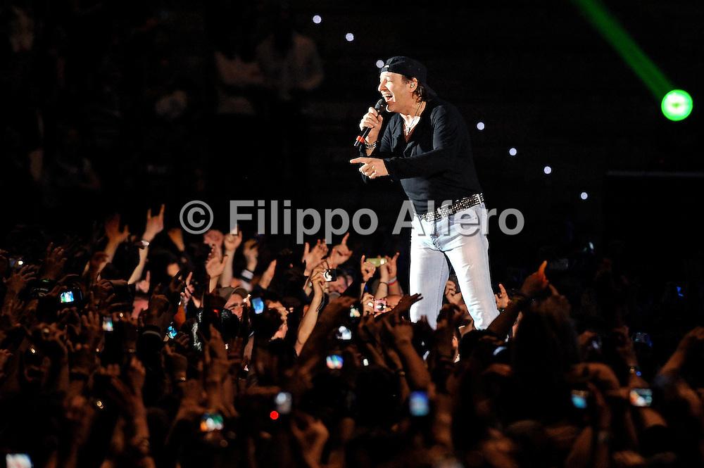 &copy; Filippo Alfero<br /> Vasco Rossi in concerto al PalaOlimpico Isozaki di Torino<br /> Torino, 06/04/2010<br /> spettacolo<br /> Nella foto: Vasco Rossi