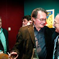 Nederland.amsterdam.13 september 2004..Schrijver,dichter Remco Campert viert zijn 75ste verjaardag in de Kleine Komedie..Op de foto na afloop samen met jazz saxofonist Piet Noordijk..Writer and poet Remco Campert celebrating his 75th anniversary