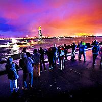 !! En ja, die kleuren krijg je midden in de nacht om 04.15 uur !!<br /> Nederland, Scheveningen, 19-06-2015.<br /> Zeilen, Internationaal, Volvo Ocean Race.<br /> De nederlandse boot Brunel vaart als enige met gehesen zeilen de haven van Scheveningen binnen. Brunel komt als 4e binnen.<br /> Foto : Klaas Jan van der Weij