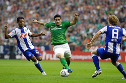 25.09.2011, Weser Stadion, Bremen, GER, 1.FBL, Werder Bremen vs Hertha BSC, im Bild.Mehmet Ekici (Bremen #20) Tunay Torun (BSC #11).// during the Match GER, 1.FBL, Werder Bremen vs Hertha BSC on 2011/09/25,  Weser Stadion, Bremen, Germany..EXPA Pictures © 2011, PhotoCredit: EXPA/ nph/  Gumz       ****** out of GER / CRO  / BEL ******