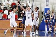 DESCRIZIONE : Valmiera Latvia Lettonia Eurobasket Women 2009 Francia Italia France Italy<br /> GIOCATORE : Mariachiara Franchini Laura Macchi<br /> SQUADRA : Italia Italy<br /> EVENTO : Eurobasket Women 2009 Campionati Europei Donne 2009 <br /> GARA : Francia Italia France Italy<br /> DATA : 07/06/2009 <br /> CATEGORIA : esultanza<br /> SPORT : Pallacanestro <br /> AUTORE : Agenzia Ciamillo-Castoria/E.Castoria