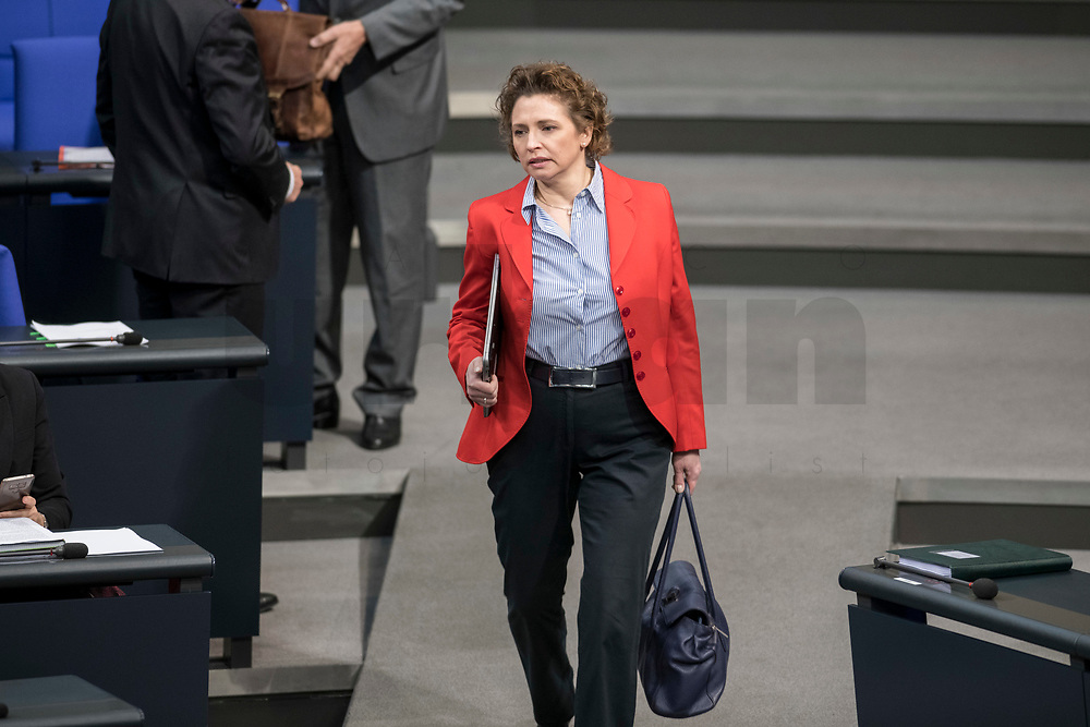14 FEB 2019, BERLIN/GERMANY:<br /> Nicola Beer, MdB, FDP, Generalsekretaerin der FDP, Bundestagsdebatte, Plenum, Deutscher Bundestag<br /> IMAGE: 20190214-01-001<br /> KEYWORDS: Bundestag, Debatte