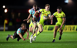 Mike Haley of Sale Sharks goes past Chris Robshaw of Harlequins on his way to scoring a try - Mandatory by-line: Robbie Stephenson/JMP - 06/10/2017 - RUGBY - Twickenham Stoop - London, England - Harlequins v Sale Sharks - Aviva Premiership