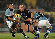2005/06 Powergen Cup, London Wasps vs Cardiff Blues, Alex King, look's around for support.  Causeway Stadium, Wycome, ENGLAND, 07.10.2005   © Peter Spurrier/Intersport Images - email images@intersport-images..   [Mandatory Credit, Peter Spurier/ Intersport Images].