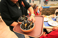 mussels at le Vivier, Quiberon...photograph by Owen Franken for the NY Times..July 8, 2008..