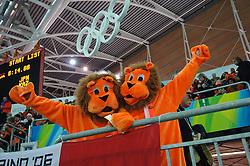 11-02-2006 SCHAATSEN:OLYMPISCHE WINTERSPELEN: 5000 METER HEREN: TORINO<br /> Schaatspubliek Oranje supporters<br /> ©2006-Ronald Hoogendoorn