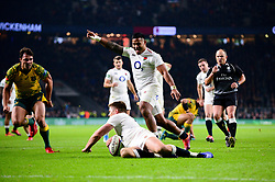 Owen Farrell co-captain of England scores a try - Mandatory by-line: Dougie Allward/JMP - 24/11/2018 - RUGBY - Twickenham Stadium - London, England - England v Australia - Quilter Internationals