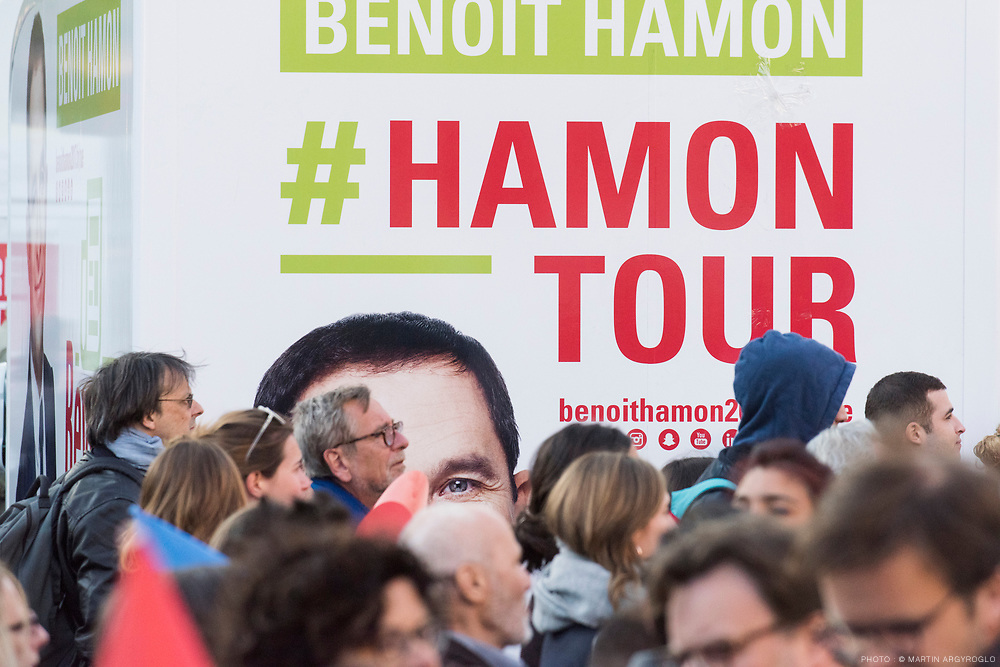 Meeting de Benoit Hamon place de la République à Paris, le 19 avril 2017