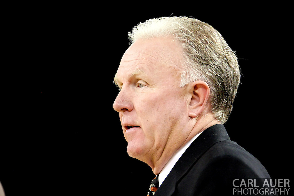 11/25/2006 - Anchorage, Alaska: The Pacific Tiger head coach Bob Thomason as Hawaii beat Pacific 71-60 to give the Warriors a third place finish in the 2006 Great Alaska Shootout<br />