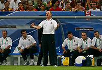 Photo: Glyn Thomas.<br />Portugal v Mexico. FIFA World Cup 2006. 21/06/2006.<br /> Portugal's head coach Luiz Felipe Scolari (C).