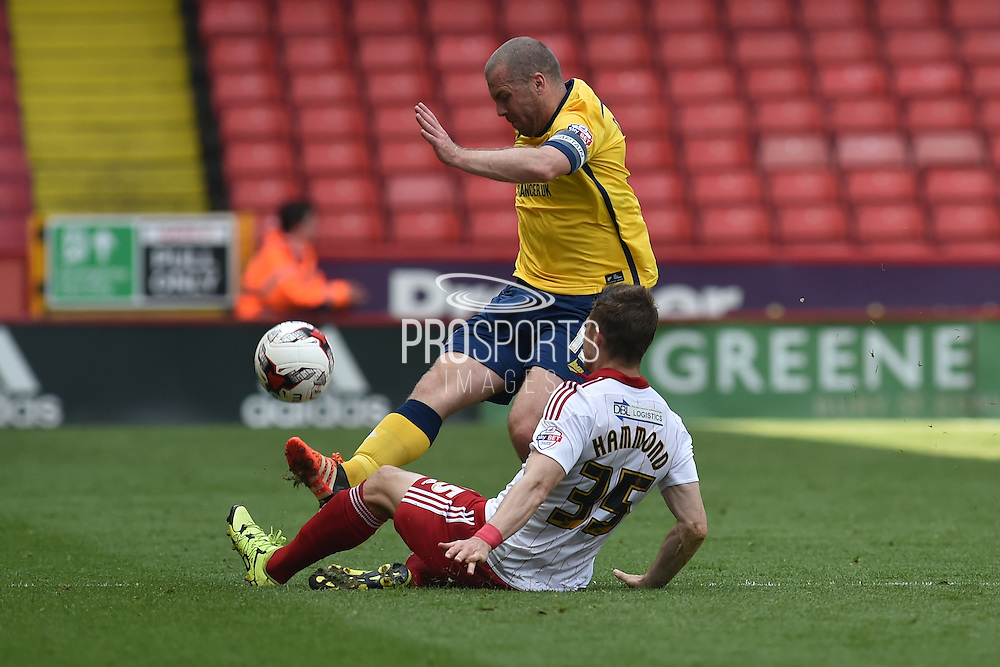 Stephen Dawson of Scunthorpe United and Dean Hammond (35) of Sheffield United during the Sky Bet League 1 match between Sheffield Utd and Scunthorpe United at Bramall Lane, Sheffield, England on 8 May 2016. Photo by Ian Lyall.