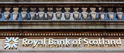 THEMENBILD - Aussenansicht einer Filiale der Royal Bank of Scotland mit Logo und Schriftzug, Edinburgh, Schottland, aufgenommen am 14.06.2015 // Exterior view of the Logo and Lettering of a branch office<br />  of the Royal Bank of Scotland, Edinburgh, Scotland on 2015/06/14. EXPA Pictures © 2015, PhotoCredit: EXPA/ JFK