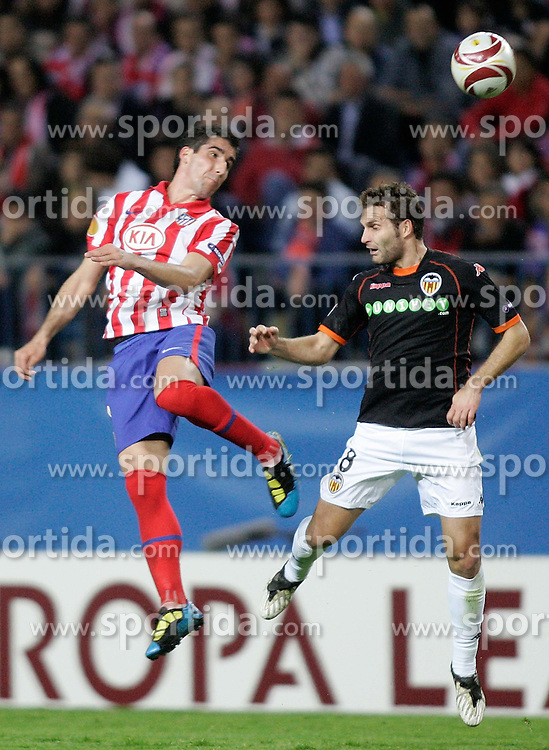 08.04.2010, Stadion Vicente Calderon, Madrid, ESP, UEFA EL, Atletico Madrid vs Valencia CF im Bild Atletico de Madrid's Raul Garcia against Valencia's Ruben Baraja during, EXPA Pictures © 2010, PhotoCredit: EXPA/ Alterphotos / Alvaro Hernandez / SPORTIDA PHOTO AGENCY