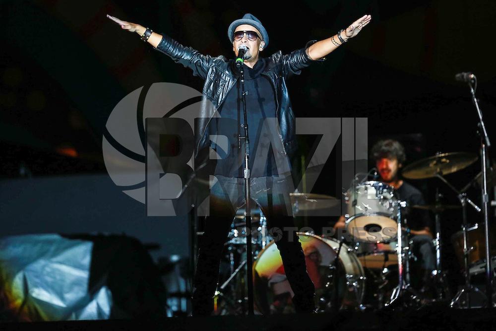 SÃO PAULO, SP - 24.02.2016: ROLLING-STONES -  Sergio Brito da banda Titãs durante apresentação antes do show dos Rolling Stones, no estádio do Morumbi, na zona sul de São Paulo, na noite desta quarta-feira (24). (Foto: Vanessa Carvalho/Brazil Photo Press)