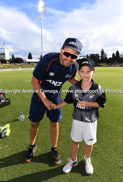 ANZ Coin toss winner.<br /> Pakistan tour of New Zealand. T20 Series. 3rd Twenty20 international cricket match, Bay Oval, Mt Maunganui, New Zealand. Sunday 28 January 2018. &copy; Copyright Photo: Andrew Cornaga / www.Photosport.nz