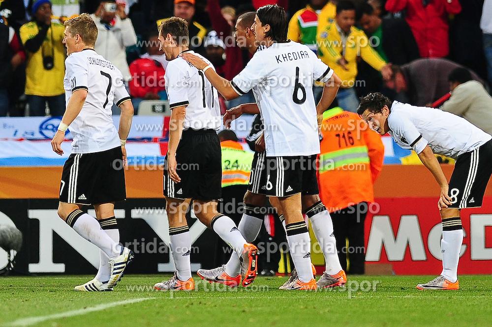 25.06.2010, Free State-Stadion, Bloemfontein, RSA, FIFA WM 2010, Germany (GER ) vs England (GB)., im  Bild Jubel Deutschalnd  Bastian Schweinsteiger ( FC Bayern Muenchen #07 ) Miroslav Klose ( FC Bayern Muenchen #11 ) Sami Khedira ( VFB Stuttgart #06 ) Mesut Özil / Oezil ( Werder Bremen #08 )    EXPA Pictures © 2010, PhotoCredit: EXPA/ nph/  Kokenge / SPORTIDA PHOTO AGENCY