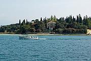 Villa am See, Sirmione, Gardasee, Lombardei, Italien | lakeside villa, Sirmione, Lake Garda, Lombardy, Italy Peninsula