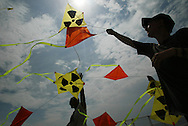 "KITES BY LUTZ TRECZOCKS, YELLOW ""STOP PLUTONIUM"" KITE, JAPAN. 030702. .PIC © JEREMY SUTTON-HIBBERT/GREENPEACE 2002..*****ALL RIGHTS RESERVED. RIGHTS FOR ONWARD TRANSMISSION OF ANY IMAGE OR FILE IS NOT GRANTED OR IMPLIED. CHANGING COPYRIGHT INFORMATION IS ILLEGAL AS SPECIFIED IN THE COPYRIGHT, DESIGN AND PATENTS ACT 1988. THE ARTIST HAS ASSERTED HIS MORAL RIGHTS. *******"
