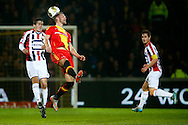 27-10-2015 VOETBAL: GO AHEAD EAGLES-WILLEM II:DEVENTER<br /> KNVB Beker<br /> Leon de Kogel van Go Ahead Eagles in duel met Dries Wuytens  van Willem II <br /> <br /> Foto: Geert van Erven