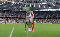 FUSSBALL  EUROPAMEISTERSCHAFT 2012   FINALE Spanien - Italien            01.07.2012 EM Pokal im Olympiastadion von Kiew
