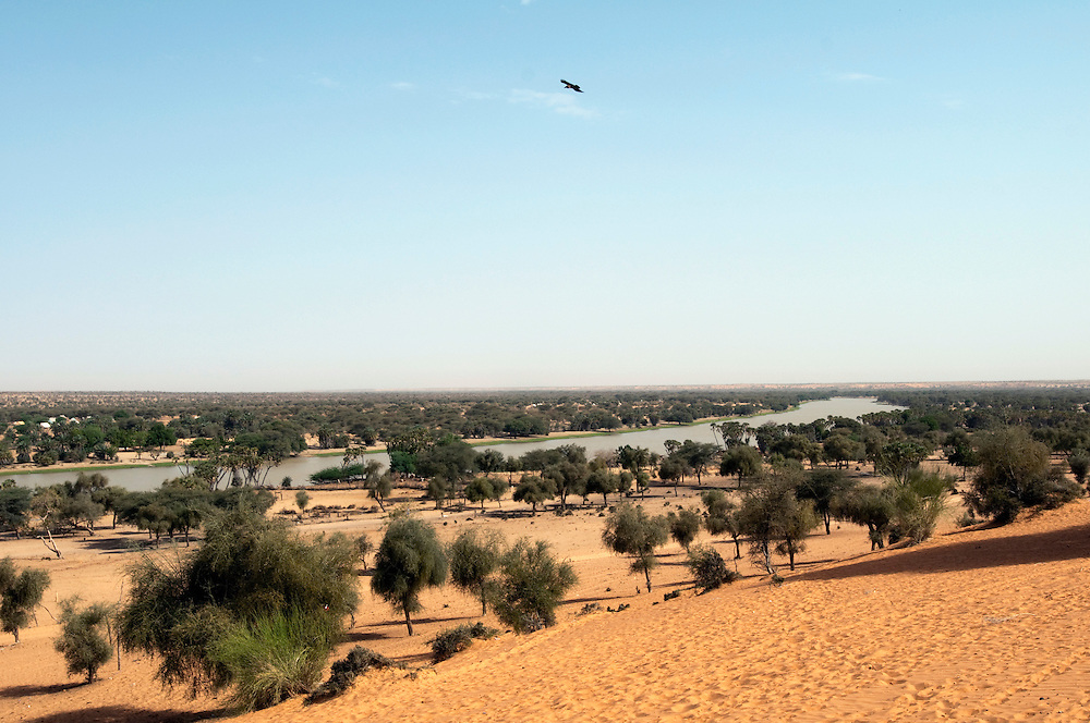 The shallow lake at Kankossa seen from the large sand dune that overlooks the region..Kankossa, Mauritanie. 09/03/2011..Photo © J.B. Russell