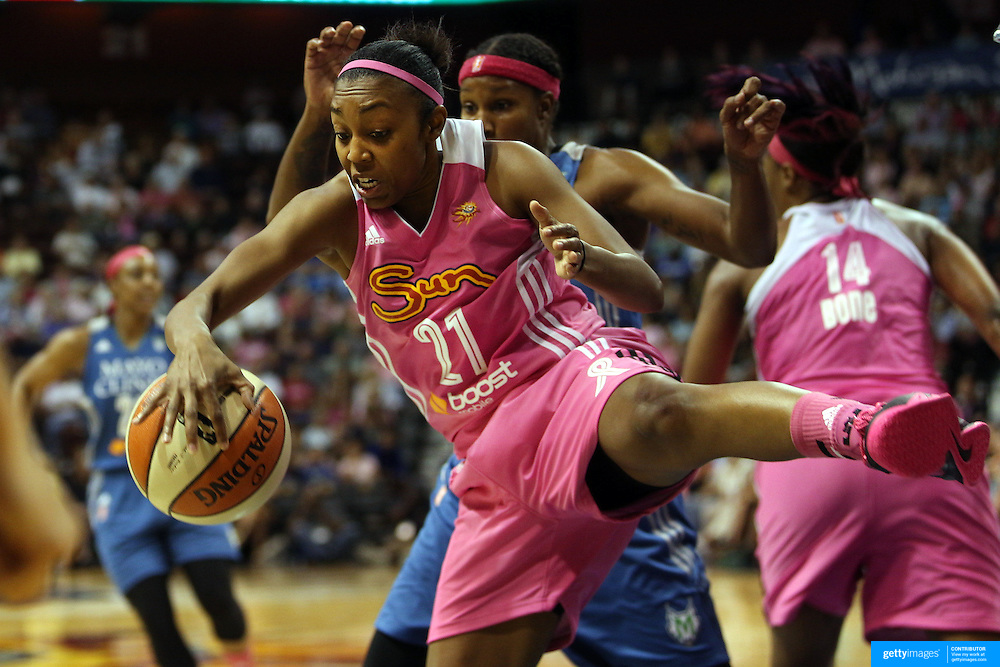 Renee Montgomery, Connecticut SUn, rebounds during the Connecticut Sun Vs Minnesota Lynx, WNBA regular season game at Mohegan Sun Arena, Uncasville, Connecticut, USA. 27th July 2014. Photo Tim Clayton
