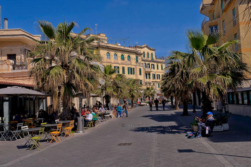 Lido di Ostia, Roma<br /> Una via centrale.<br /> Lido di Ostia, Rome<br /> A central street of Ostia
