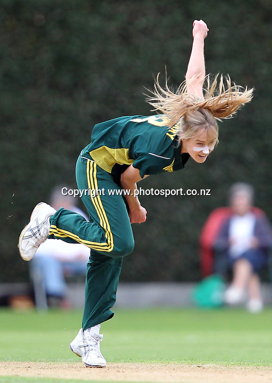 Ellyse Perry in action for Australia.<br /> Cricket - Rosebowl Series. Twenty20 International - New Zealand White Ferns v Australia, 18 February 2011, Queens Park, Invercargill, New Zealand.<br /> Photo: Rob Jefferies / www.photosport.co.nz