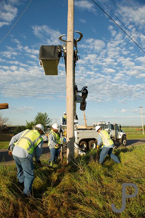 May 20 2013 Moore Oklahoma tornado damage and cleanup efforts. Electrical line crews work to repair downed powerlines. ©James Pratt / Alamy Live News