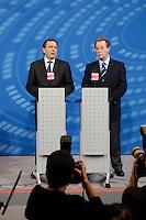 20 SEP 2005, BERLIN/GERMANY:<br /> Gerhard Schroeder (L), SPD, Bundeskanzler, und Franz Muentefering (R), SPD Partei- und Fraktionsvorsitzender, waehrend einer Pressekonferenz, nach der ersten Sitzung der SPD Bundestagsfraktion nach der Bundestagswahl, Deutscher Bundestag<br /> IMAGE: 20050920-01-056<br /> KEYWORDS: Gerhard Schröder, Franz Müntefering