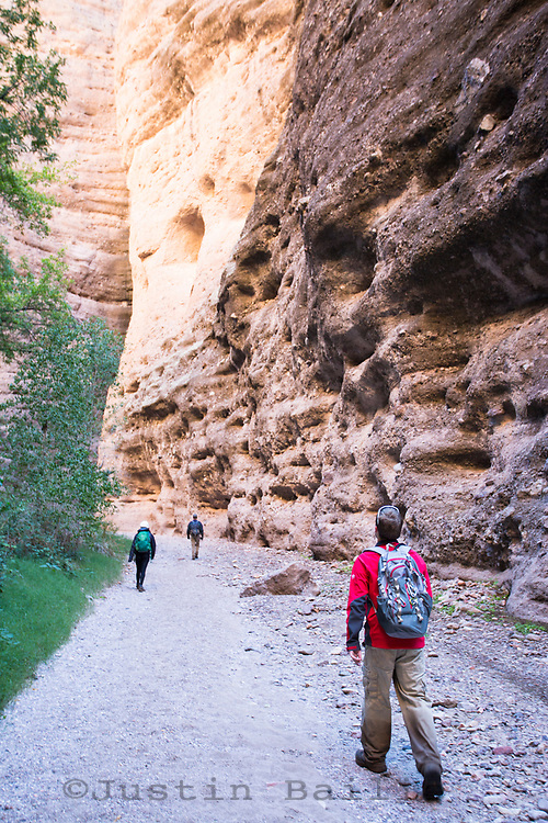 Hiking along Aravaipa Canyon Preserve, AZ. (from east entrance)