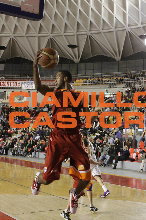 DESCRIZIONE : Roma Lega A 2011-12  Acea Virtus Roma Benetton Treviso<br /> GIOCATORE : Clay Tucker<br /> CATEGORIA : equilibrio rimbalzo<br /> SQUADRA : Acea Virtus Roma<br /> EVENTO : Campionato Lega A 2011-2012<br /> GARA : Acea Virtus Roma Benetton Treviso<br /> DATA : 01/04/2012<br /> SPORT : Pallacanestro<br /> AUTORE : Agenzia Ciamillo-Castoria/M.Simoni<br /> Galleria : Lega Basket A 2011-2012<br /> Fotonotizia : Roma Lega A 2011-12 Acea Virtus Roma Benetton Treviso<br /> Predefinita :