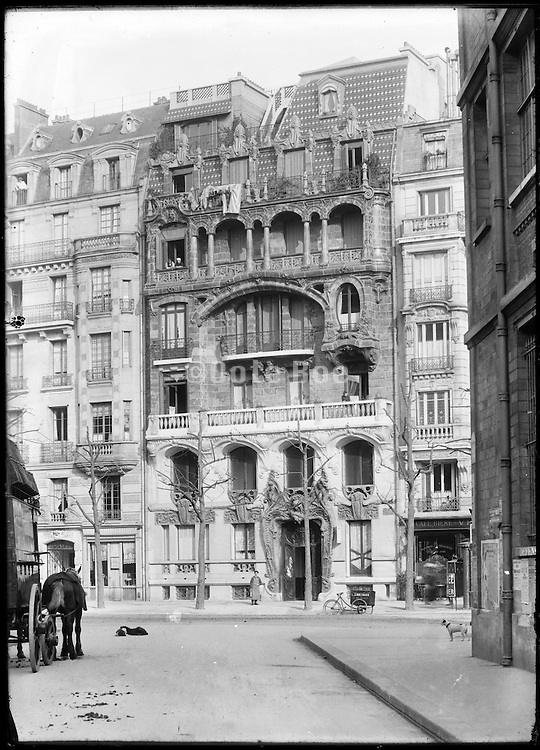 Art Nouveau appartment building 29 avenue Rapp, Paris, France, 1900-01, architect Jules Lavirotte, 1864-1928 French