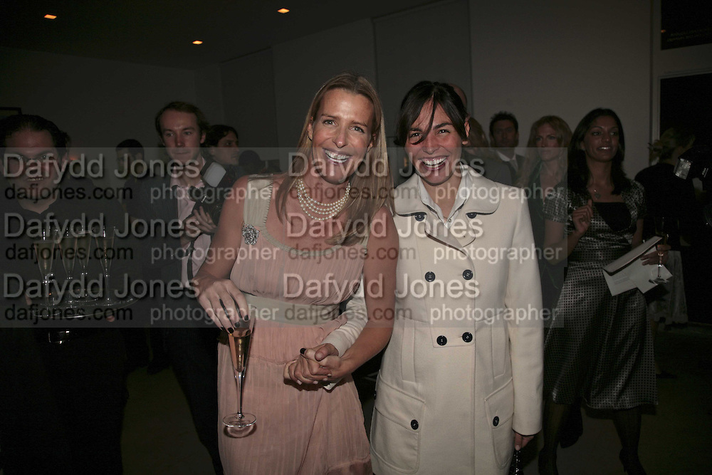 India Hicks and Ines Sastre, India Hicks And Crabtree & Evelyn launch new skincare range. : Hempel Hotel, 31-35 Craven Hill Gardens, London, W2, 22 November 2006. ONE TIME USE ONLY - DO NOT ARCHIVE  © Copyright Photograph by Dafydd Jones 66 Stockwell Park Rd. London SW9 0DA Tel 020 7733 0108 www.dafjones.com