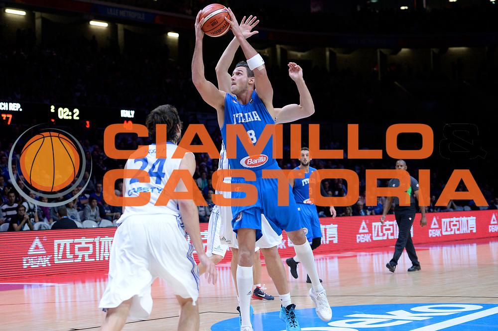 DESCRIZIONE : Lille Eurobasket 2015 Qualificazioni 5-8 posto Qualification 5-8 Game Italia Repubblica Ceca Italy Czech Republic<br /> GIOCATORE : Danilo Gallinari<br /> CATEGORIA : tiro penetrazione sottomano<br /> SQUADRA : Italia Italy<br /> EVENTO : Eurobasket 2015 <br /> GARA : Italia Repubblica Ceca Italy Czech Republic<br /> DATA : 17/09/2015 <br /> SPORT : Pallacanestro <br /> AUTORE : Agenzia Ciamillo-Castoria/Max.Ceretti<br /> Galleria : Eurobasket 2015 <br /> Fotonotizia : Qualificazioni 5-8 posto Qualification 5-8 Game Italia Repubblica Ceca Italy Czech Republic
