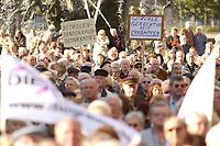 13 OCT 2003, BERLIN/GERMANY:<br /> Rentner Demonstration der Partei Die Grauen / Graue Panther gegen Rentenkuerzungen und Sparplaene der Bundesregierung, Unter den Linden, vor dem Roten Rathaus<br /> IMAGE: 20031013-01-027<br /> KEYWORDS: Demo, Kundgebung, Senioren, Senior, Protest, demonstration, demonstrator