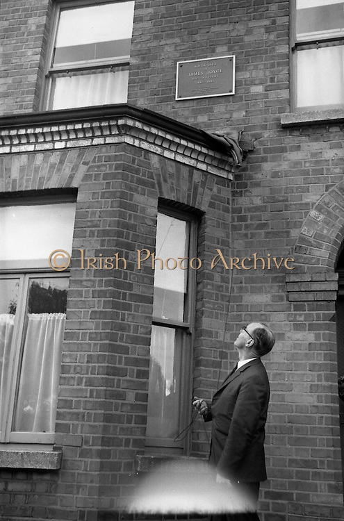 Bloomsday. Plaque unveiled at James Joyce's birthplace, 41 Brighton Square..16.06.1964
