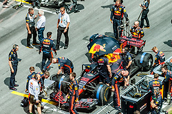 09.07.2017, Red Bull Ring, Spielberg, AUT, FIA, Formel 1, Grosser Preis von Österreich, Rennen, im Bild Mechaniker am Auto von Max Verstappen (NED) Red Bull Racing // Mechanic at the car of Max Verstappen (NED) Red Bull Racing during the Race of the Austrian FIA Formula One Grand Prix at the Red Bull Ring in Spielberg, Austria on 2017/07/09. EXPA Pictures © 2017, PhotoCredit: EXPA/ JFK