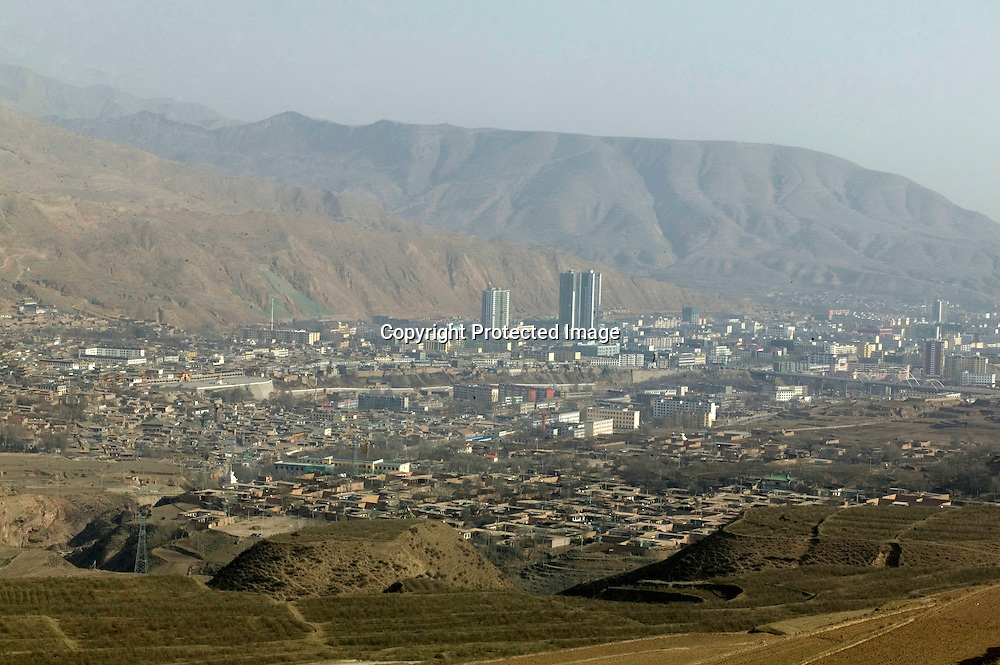 APRIL 4,2012 : an overview of Tongren ( regong) where according to Tibetan sources ,most modern buildings are built by Han Chinese.