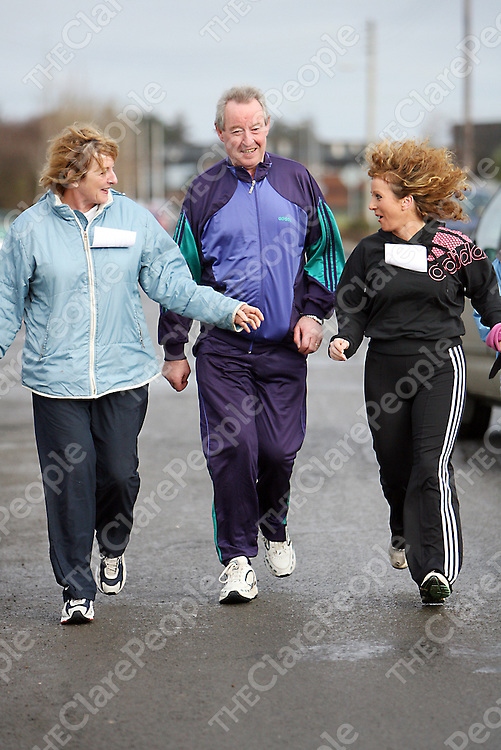 James Breen T.D had plenty of company at the 2007 West Clare Mini-Marathon from Kilrush to Kilkee on Sunday.<br />