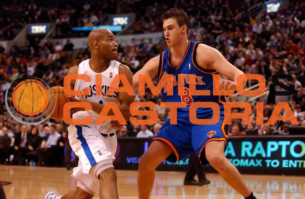 DESCRIZIONE : Toronto NBA 2009-2010 Toronto Raptors New York Knicks<br /> GIOCATORE : Jarrett Jack Danilo Gallinari<br /> SQUADRA : Toronto Raptors New York Knicks<br /> EVENTO : Campionato NBA 2009-2010 <br /> GARA : Toronto Raptors New York Knicks<br /> DATA : 05/03/2010<br /> CATEGORIA :<br /> SPORT : Pallacanestro <br /> AUTORE : Agenzia Ciamillo-Castoria/V.Keslassy<br /> Galleria : NBA 2009-2010<br /> Fotonotizia : Toronto NBA 2009-2010 Toronto Raptors New York Knicks<br /> Predefinita :