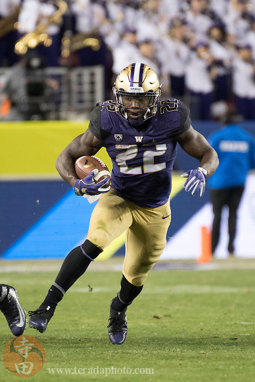 December 2, 2016; Santa Clara, CA, USA; Washington Huskies running back Lavon Coleman (22) during the third quarter in the Pac-12 championship against the Colorado Buffaloes at Levi's Stadium. The Huskies defeated the Buffaloes 41-10.
