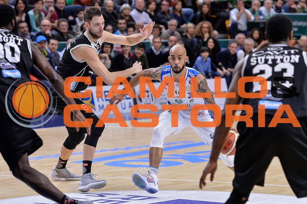 DESCRIZIONE : Campionato 2015/16 Serie A Beko Dinamo Banco di Sardegna Sassari - Dolomiti Energia Trento<br /> GIOCATORE : David Logan<br /> CATEGORIA : Palleggio Penetrazione<br /> SQUADRA : Dinamo Banco di Sardegna Sassari<br /> EVENTO : LegaBasket Serie A Beko 2015/2016<br /> GARA : Dinamo Banco di Sardegna Sassari - Dolomiti Energia Trento<br /> DATA : 06/12/2015<br /> SPORT : Pallacanestro <br /> AUTORE : Agenzia Ciamillo-Castoria/L.Canu
