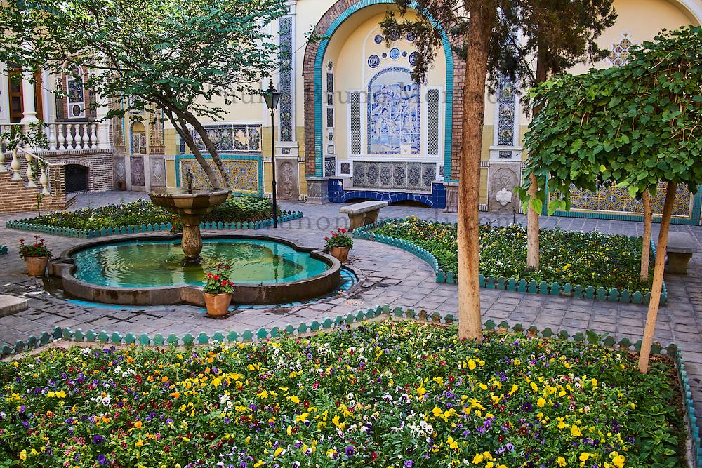 Iran, Teheran, Musée Moghadam, jardin  // Iran, Tehran,  Moghadam museum, garden